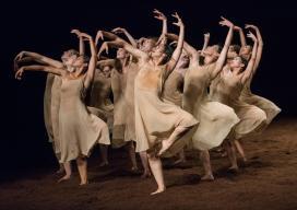 rite-of-spring_5_tanztheater-wuppertal-pina-bausch_pc_stephanie-berger